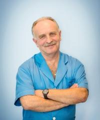 dr Jerzy Dorożyński - lekarz stomatolog,  chirurg