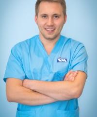 dr Wojciech Kubik - lekarz stomatolog,  chirurg